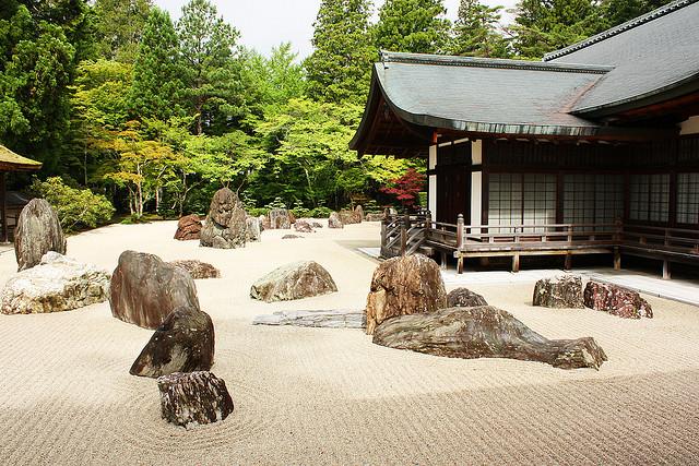Luoghi giapponesi giardino zen e le rocce - Giardini zen da esterno ...