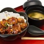 10040568-bento-stile-di-cibo-giapponese-riso-con-pollo-teriyaki-set